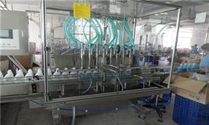 液体跟踪灌装旋(轧)盖机